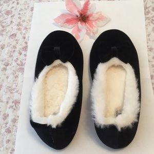 Holiday Bow Slippers (new with tags)